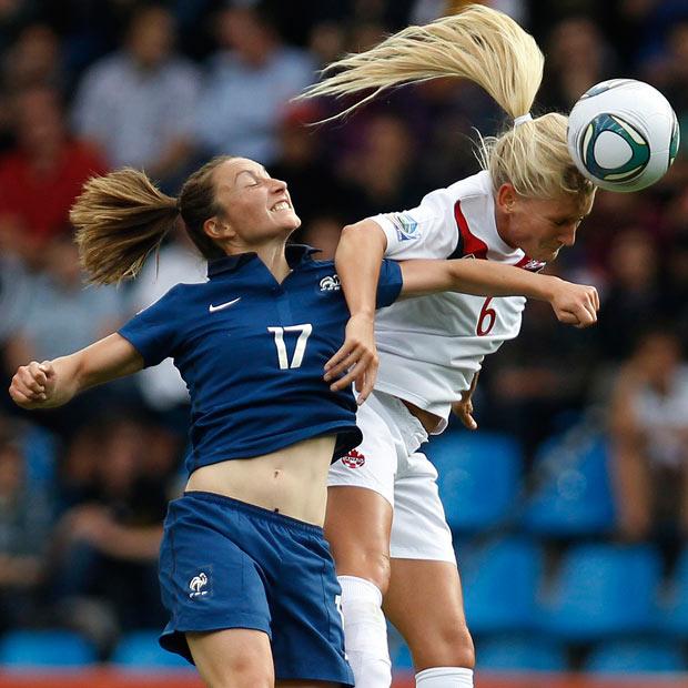 Женщина и футбол: враги или друзья?