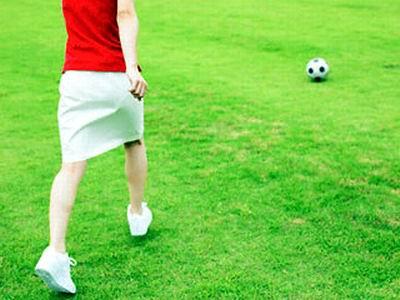 Женщина и футбол: девушка-болельщик